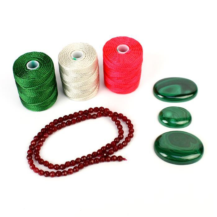 Holly & Ivy; 190cts Malachite, 38cts Red Quartzite & Red, White & Green Nylon Cord 0.9mm