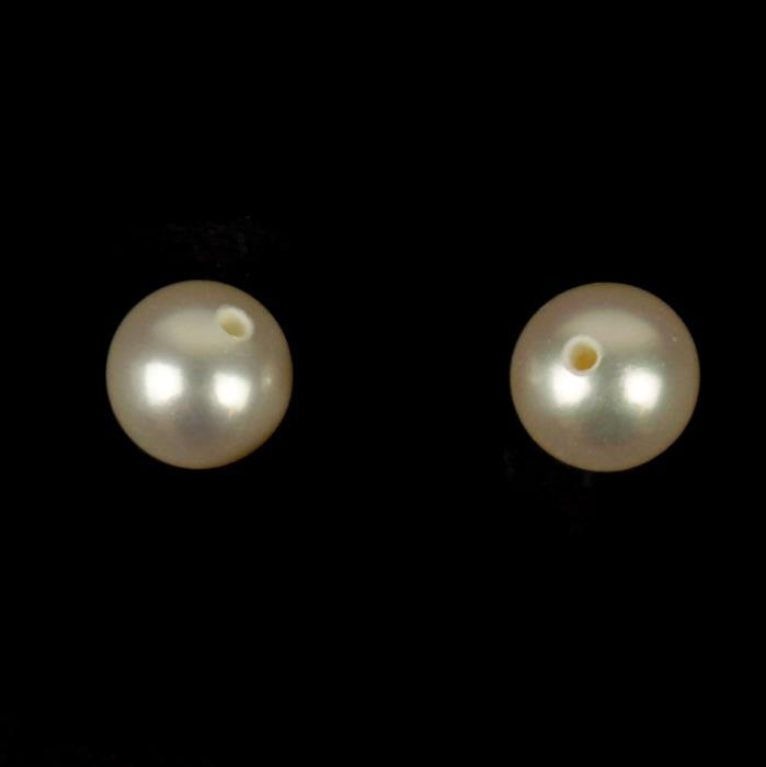 White Freshwater Cultured Pearl Rounds Approx 5-6mm (1 pair)